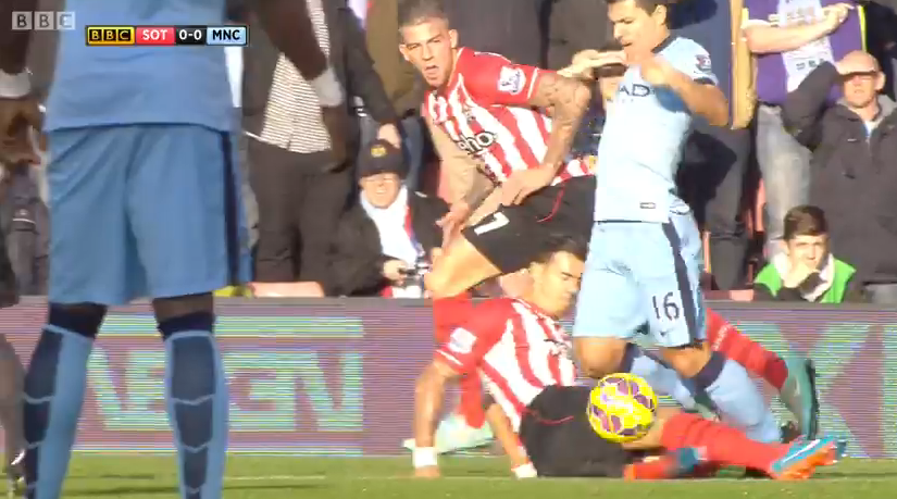 Aguero fouled by Fonte