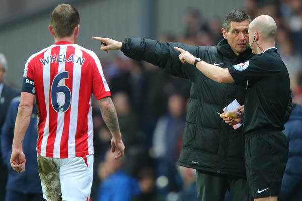 Double-check: Marriner discusses with Anthony Taylor whether Glenn Whelan should have been sent off