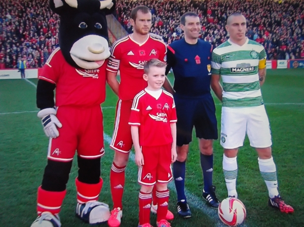 Aberdeen v Celtic - captains, Dons mascot and referee Alan Muir (9th Nov 2014)