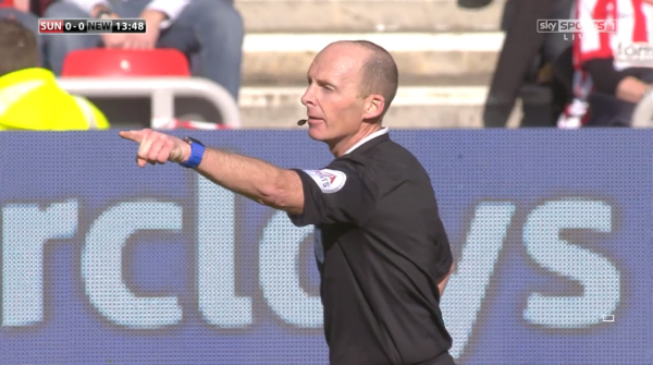 Mike Dean points (Sunderland v Newcastle - 5th April 2015)