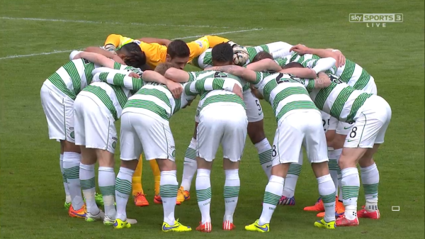 Celtic players in pre-match huddle (v Dundee Utd - 26th April 2015)