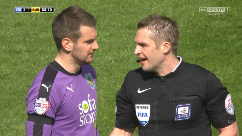 Craig Pawson speaks with Tom Heaton (v Brighton - 2nd April 2016)